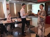 肖珂老师4月18日为某集团讲授《红酒品鉴》课程